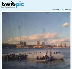 Photo de l'avion sur la rivière hudson