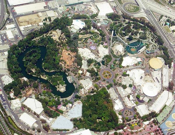 Les visiteurs ont le choix dans le parc d'attractions Walt Disney