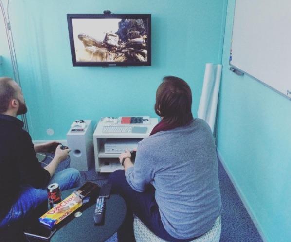 On aime aussi jouer aux jeux vidéos chez l'Agence LunaWeb