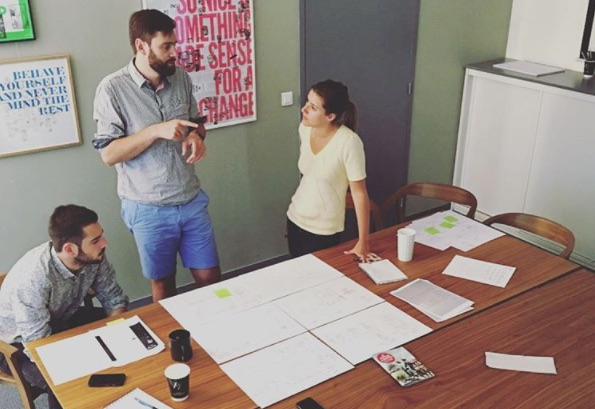 Équipe de l'Agence LunaWeb en atelier créatif