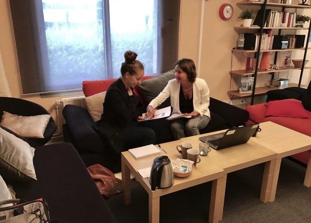 Jeanne Clais et Audrey Rivy en tant que testeuses au Centre de tests des produits Orange