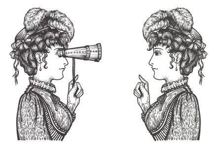 Deux femmes face à face.