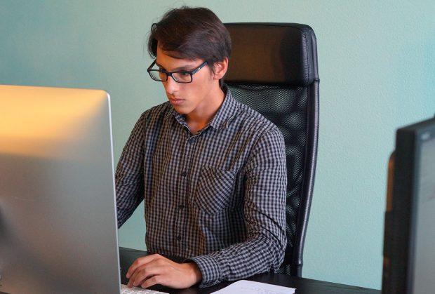 Tony, développeur back-end à l'Agence LunaWeb