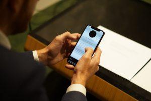 Session de test utilisateur mobile chez LunaWeb Paris
