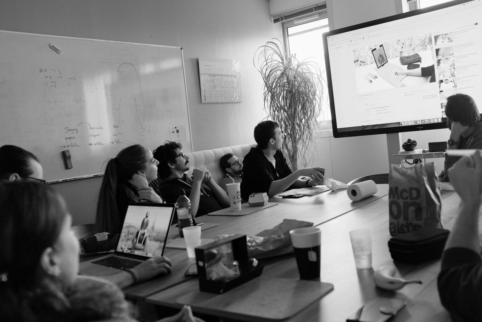 Équipe LunaWeb réunie lors d'un atelier UX